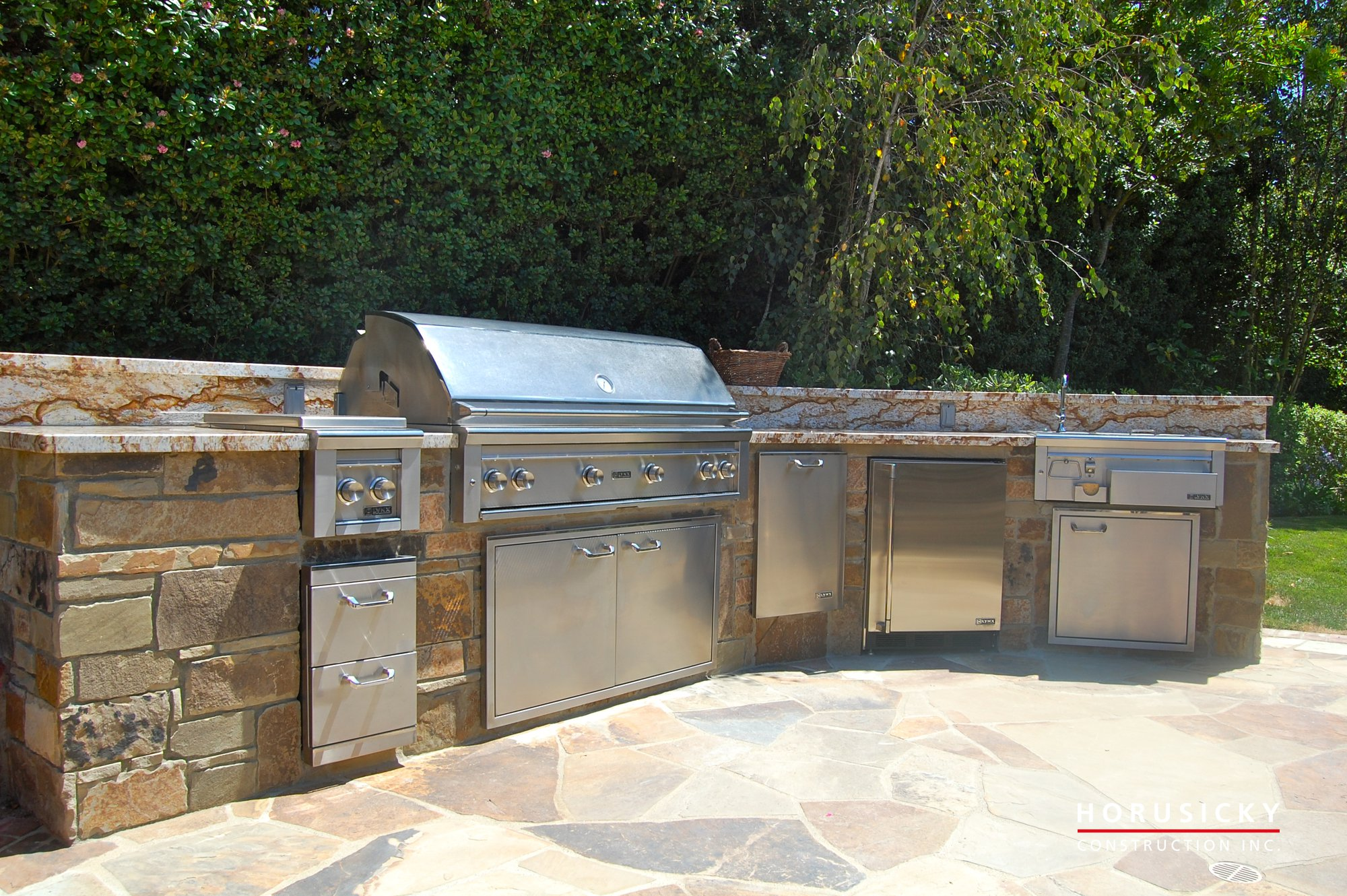 Outdoor kitchens and bbq grills horusicky construction for Backyard barbecues outdoor kitchen
